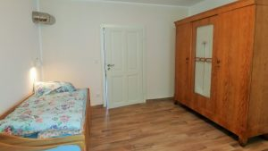 2. Schlafzimmer mit 2 - 3 Einzelbetten
